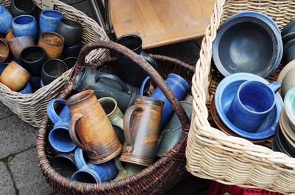 Töpferware auf dem Trödelmarkt
